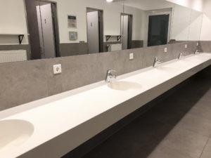 saubere und moderne Sanitäranlagen im Hafen von Greifswald