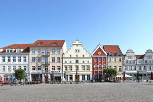 Hansestadt Greifswald: historische Gebäude am Marktplatz, POI